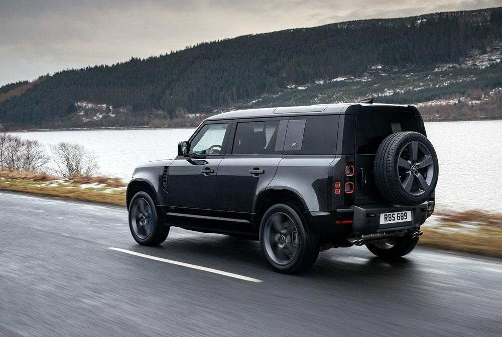 Land Rover Defender تُضيف V8 إلى تشكيلة محركاتها