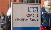 بريطانيا: الجرعة الثالثة من لقاح كوفيد-19 لمن هم فوق الـ50 قريباً