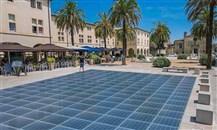 شركة مجرية تطور ألواحاً شمسية للأرصفة والأرضيات من فضلات البلاستيك