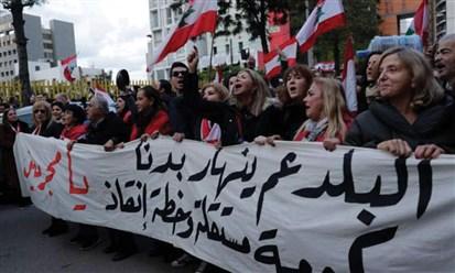 سباق الوباء والغلاء والبطالة والمدخرات المحبوسة: ما أضيق العيش في لبنان!