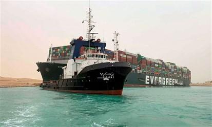 مصر: جنوح سفينة حاويات يعيق الحركة في قناة السويس