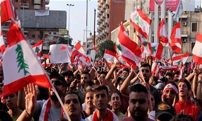 """لبنان يهتز شوارعياً ونقدياً والحكومة """"تجترح"""" عزل رياض سلامة"""