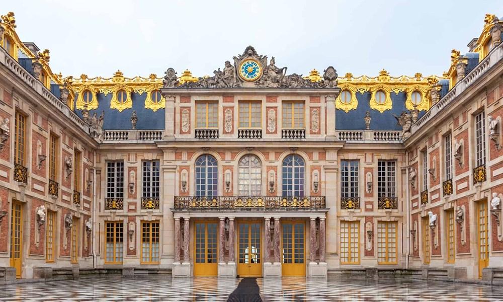 إقامة ملوكية في فندق Le Grand Contrôle بقصر فرساي التاريخي