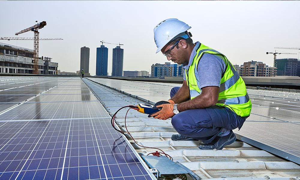 سراج باور توسّع أنشطة تشغيل وصيانة أنظمة الطاقة الشمسية في المنطقة