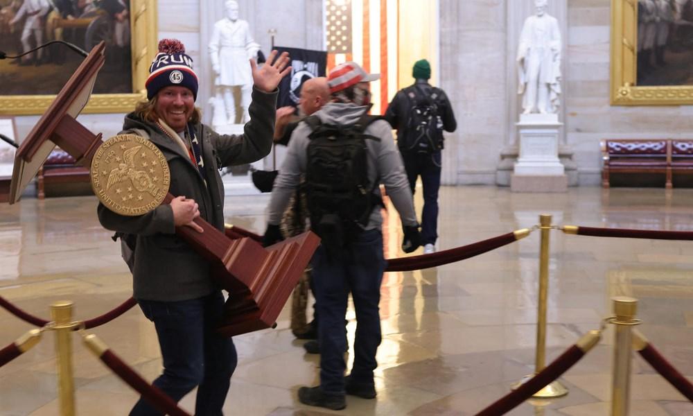 """اعتقالات """"غزوة"""" الكونغرس تُشعل الغضب على أنظمة التجسّس"""