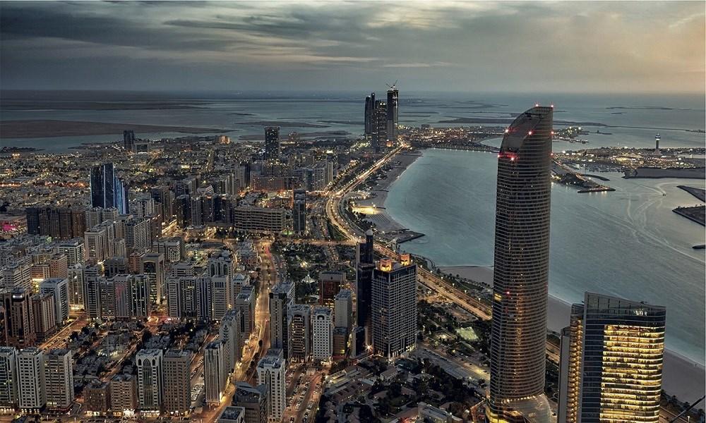 """أبوظبي: تحديث """"القائمة الخضراء"""" للمسافرين القادمين"""