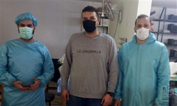 في مواجهة كورونا.. لبناني يدمج الطب بحياكة الملابس الواقية